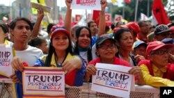 Para pendukung pemerintahan Presiden Venezuela Nicolas Maduro menggelar unjuk rasa memprotes keputusan AS memblokade Venezuela, di Caracas, Venezuela, Rabu, 7 Agustus 2019.