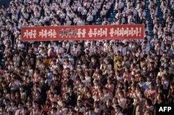 지난 6일 북한 평양 청년공원야회극장에서 탈북민을 비난하는 청년학생들의 대규모 집회가 열렸다.