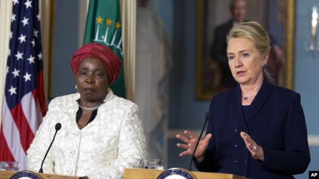 Hillary Clinton et Nkosazana Dlamini-Zuma, à Washington, le 28 nov. 2012