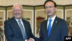 Cựu Tổng thống Hoa Kỳ Jimmy Carter và Bộ trưởng Bộ Thống Nhất Nam Triều Tiên Hyun In-taek tại Seoul, ngày 28/4/2011