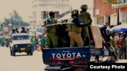 Polisi wa kutuliza ghasia wakishirikiana na polisi wa kawaida katika matukio mbali mbali ya uhalifu