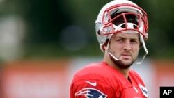 El quarterback de los Patriotas de Nueva Inglaterra, Tim Tebow, fue despedido del equipo.