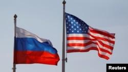Ilustracija: ruska i američka zastava (Foto: REUTERS/Maxim Shemetov/File Photo)