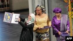 Yemenli Tevekkül Karman ile Liberyalı Ellen Johnson Sirleaf ve Leyman Gbowee ödül töreninde