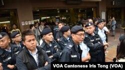大批警員在上水火車站外戒備