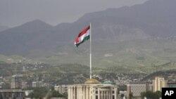 Panorama Dušanbea s najvećom zastavom na svijetu