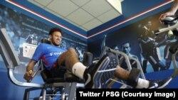 Neymar grimace en salle de sport au centre d'entraînement du Paris Saint-Germain, Paris, 5 mai 2018. (Twitter/PSG)