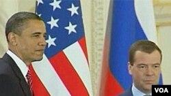 Predsjednici Obama i Medvjedev neposredno nakon potpisivanja sporazuma START