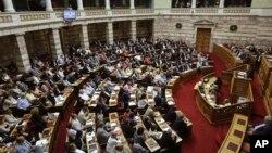 그리스 의회가 밤샘 논의 끝에 14일 새벽 구제금융안을 표결 처리했다.