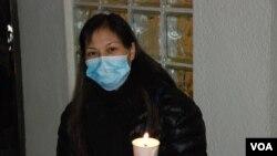 菲律賓人質事件傷者易小玲出席燭光集會支持李慧玲 (美國之音湯惠芸)