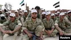 عکس آرشیف - جنگجویان جیش العزه، بخشی از اردوی سوریه آزاد