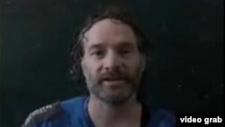 Amerikalı gazeteci Peter Theo Curtis el-Cezire televizyonunda