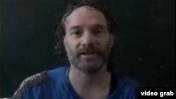 Wartawan AS Peter Theo Curtis dalam video yang ditayangkan Al Jazeera.