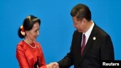 """2017年5月15日,中国国家主席习近平在北京雁栖湖召开的""""一带一路""""国际合作高峰论坛期间会晤缅甸国务资政昂山素季。"""