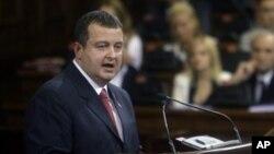 Perdana Menteri Serbia, Ivica Dacic, berpidato di hadapan perlemen Serbia di Belgrad (Foto: dok).