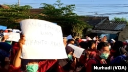 Ribuan massa kembali berdemo di Yogya, Senin (30/9) dalam #gejayanmemanggil2. (Foto:VOA/Nurhadi)