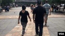 """Después de huir de Honduras y entrar legalmente a los Estados Unidos, """"Capi"""" y su hija """"Jamie"""" fueron separados durante cuatro meses. (Foto cortesía de Christine M. Fox)."""