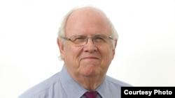 湯姆‧德弗蘭克(Tom DeFrank),《國家期刊》雜誌特約編輯。(National Journal)