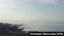 Le Lac Tanganyika, le plus long lac d'eau douce du monde. (VOA/ Christophe Nkurunziza)