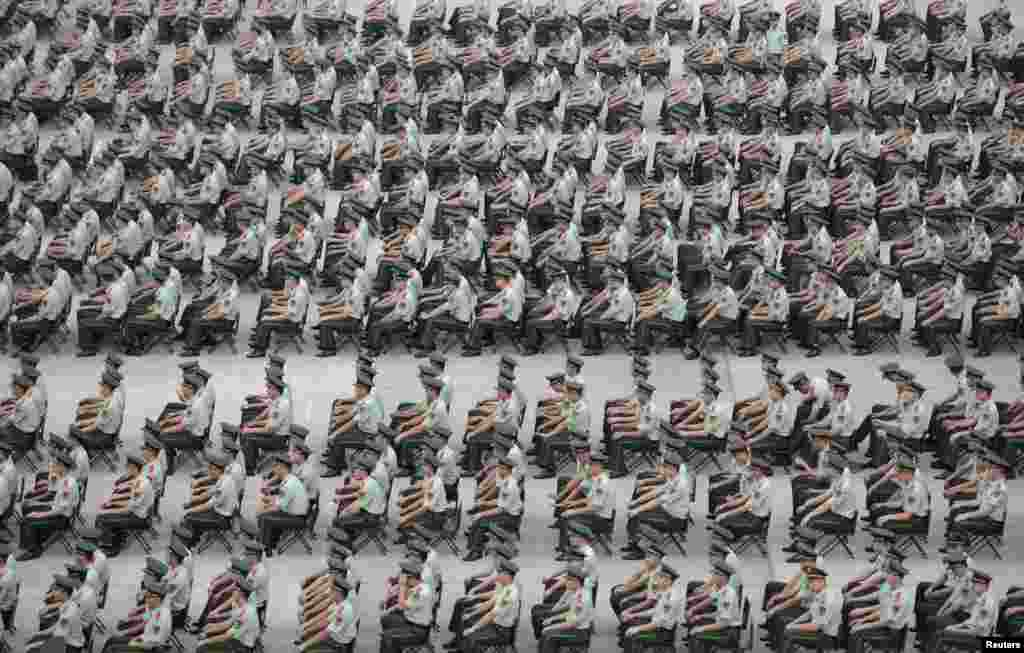 More than 1,000 Paramilitary policemen take park in an exercise in Nanjing, Jiangsu province, China.