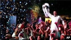 Ðám đông vui mừng ở thủ đô Doha khi Qatar tranh được quyền đăng cai World Cup 2022.