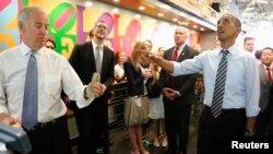 Başkan Barack Obama ve yardımcısı Joe Biden, bugün Washington'da zorunlu izne çıkarılan devlet memurlarına yüzde 10 indirim uygulayan bir sandöviççiyi ziyaret etti.