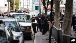 La police surveillent les alentours de Dag Hammarskjold Plaza dans le quartier du siège des Nations unies, New York, le 18 septembre 2016.