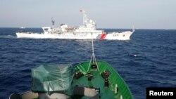 中國海巡艦和越南海防艦同時巡防資料照。