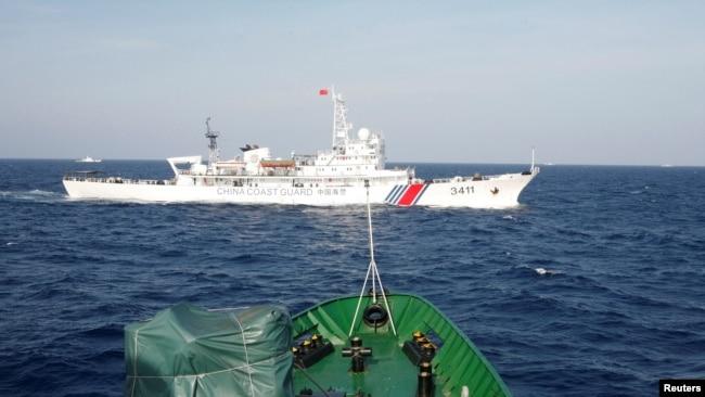 Tuần tuần duyên của Trung Quốc tiến gần đến tàu của Cảnh sát biển Việt Nam.