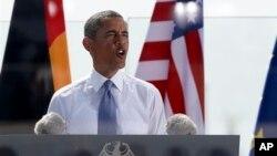 19일 바락 오바마 미국 대통령이 독일 베를린에서 연설하고 있다. 오바마 대통령은 이 날 연설에서 기후변화가 '현 시대의 국제적 위협'이라고 발언했다.