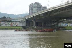 台北市政府于端午节举办国际龙舟锦标赛 (5月31日) (美国之音张佩芝拍摄)