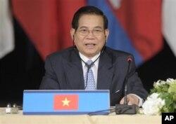 ປະທານປະເທດຫວຽດນາມ ທ່ານ Nguyen Minh Triet ກ່າວໃນ ກອງປະຊຸມສຸດຍອດອາຊ່ຽນ ແລະກິນເຂົ້າໄປພ້ອມ ທີ່ນະຄອນນິວຢອກ, ວັນທີ 24 ກັນຍາ 2010. (AP Photo/Susan Walsh)