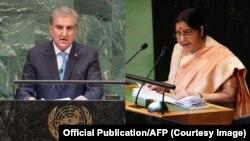 پاکستان کے وزیر خارجہ شاہ محمود قریشی اور اُن کی بھارتی ہم منصب سشما سوراج۔ فائل فوٹو