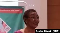 Antoinette Dinga Dzondo, ministre des Affaires sociales face à la presse, le 21 mars à Brazzaville, le 25 mars 2019. (VOA/Arsène Séverin)