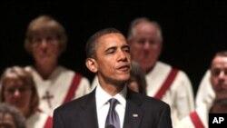 奥巴马总统周日在密苏里州乔普林市的悼念仪式上发表讲话
