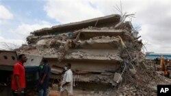 Les décombres d'un bâtiment effondré appartenant à l'Église Synagogue de toutes les nations à Lagos, au Nigeria, le 13 septembre 2014.