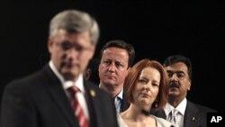 澳大利亚举行的英联邦领袖会议上: 从左至右分别为加拿大总理哈珀、英国首相卡梅隆、澳大利亚总理吉拉德和巴基斯坦总理吉拉尼
