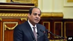 Presiden MesirAbdel-Fattah el-Sissi saat menyampaikan pidato di hadapan parlemen di Kairo, 13 Februari 2016 (Foto: dok).