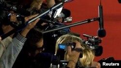 Cámaras y micrófonos de la prensa.