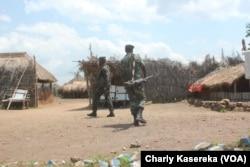 Des militaires FARDC dans la foret de Beni en RDC, le 14 octobre 2018. (VOA/Charly Kasereka)