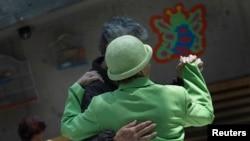患上腦退化症的病人在墨西哥城參與一項社交活動。(資料圖片)