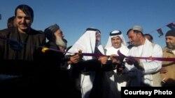 Tỉnh trưởng Kandahar Homayun Azizi và Đại sứ các Tiểu vương quốc Arab Thống nhất tại Kabul, ông Juma Mohammed Abdullah al-Kaabi.
