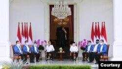 Presiden Jokowi didampingi Wapres Ma'ruf Amin, saat memperkenalkan enam Menteri baru di Kabinet Indonesia Maju, di Istana Negara, Jakarta, Selasa (22/12). (Biro Setpres)