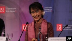 Burmese political leader Aung San Suu Kyi takes part in a round table at The London School of Economics and Political Science in London, June, 19, 2012.