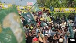 شہباز شریف کی قیادت میں مسلم لیگ ن کی ریلی ائرپورٹ نہیں پہنچ سکی تھی۔