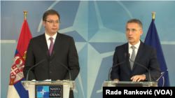 Predsednik Srbije Aleksandar Vučić i generalni sekretar NATO Jens Stoltenberg, Foto: Glas Amerike