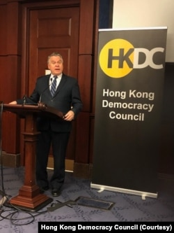 美國眾議員史密斯(Chris Smith)3月10日對香港民主委員會成員發表講話。