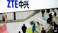 中國最大的電信設備生產商之一-中興通訊一次商展資料照。
