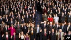 Clanovi 113. saziva americkog Kongresa polazu prisegu, mnogi uz nazocnost clanova svojih obitelji, 3. sijecnja 2013.