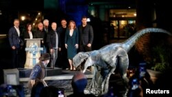 جراسک پارک سیریز کی اب تک ریلیز ہونے والی پانچ فلمیں باکس آفس پر لگ بھگ پانچ ارب ڈالرز کا بزنس کر چکی ہیں۔
